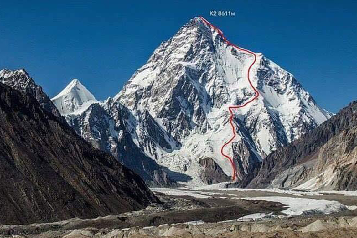 Daredevil Becomes 1st Person to Ski Down K2