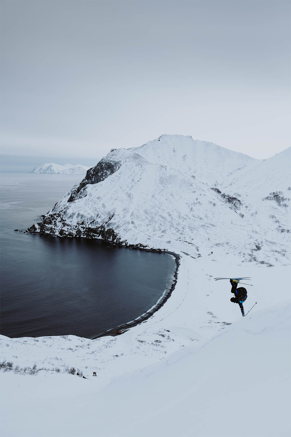 Hand plants across the North Pacific. Skier: William Larsson